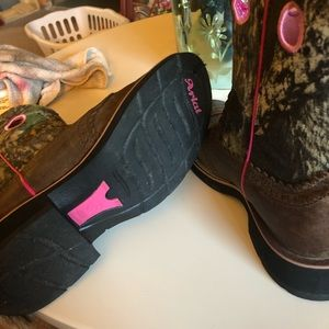 Ariat Shoes - Ariat Fatbaby cowgirl boots. Camo/pink Size 8.5